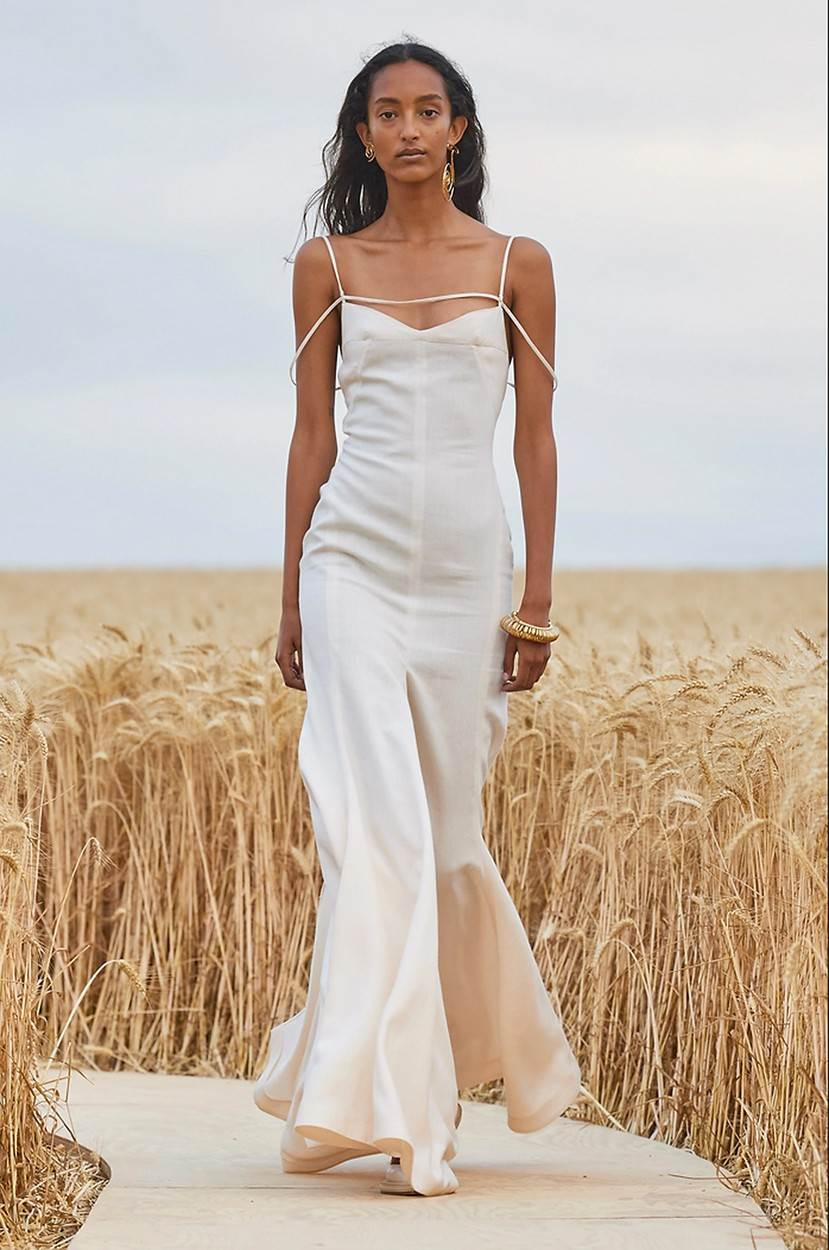 (200717) -- VEXIN (FRANCE), July 17, 2020 (Xinhua) -- A model displays a creation of French fashion house Jacquemus at a wheat field in Vexin, near Paris, France, July 16, 2020.,Image: 544345400, License: Rights-managed, Restrictions: , Model Release: no, Credit line: - / Xinhua News / Profimedia